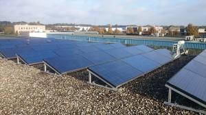 zonnepanelen op het dak van Pebble Green Systems
